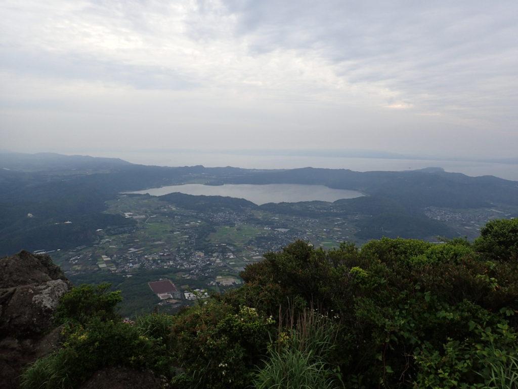 開聞岳から池田湖を撮影