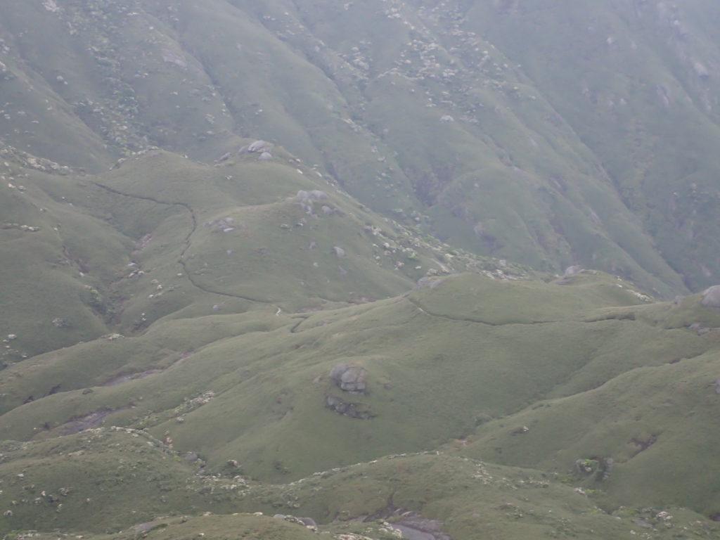 宮之浦岳から永田岳へと続く登山道