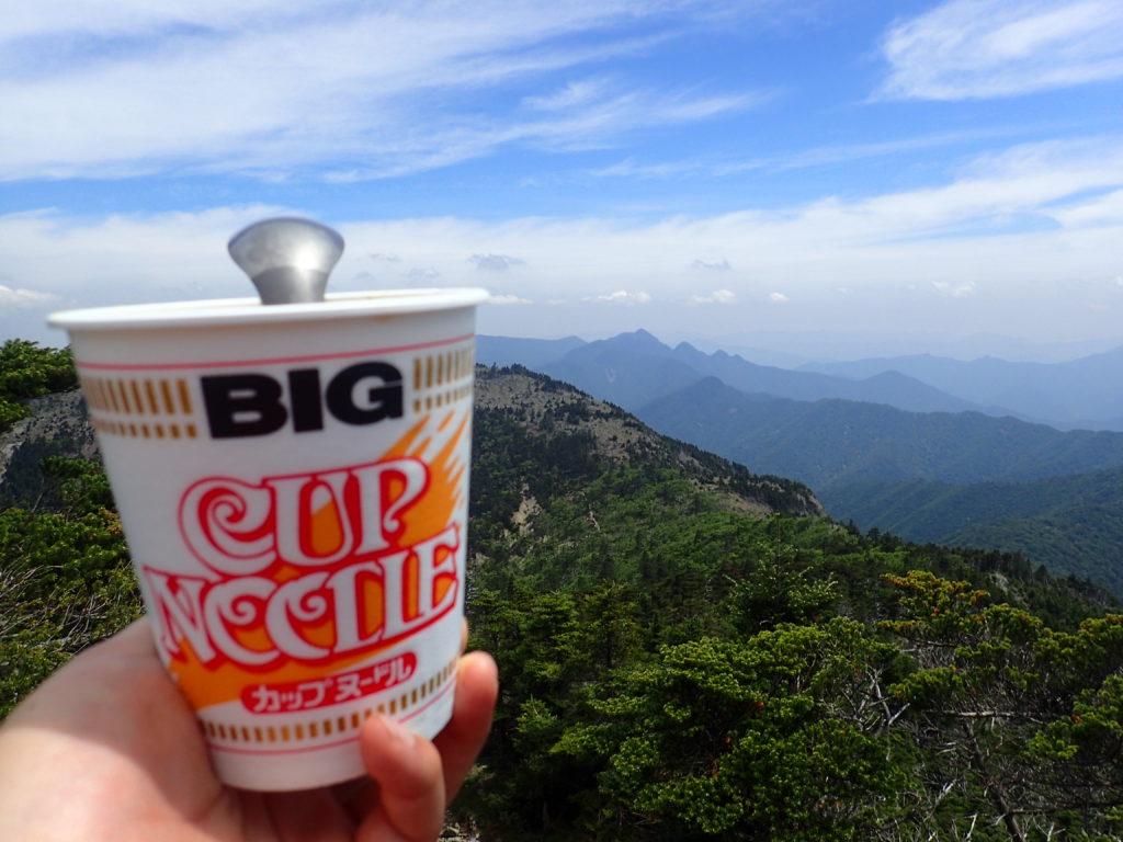 日本百名山である大峰山の八経ヶ岳でカップヌードル