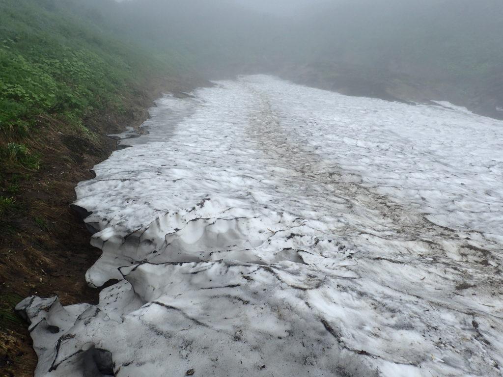 飯豊山の御沢ルートの残雪