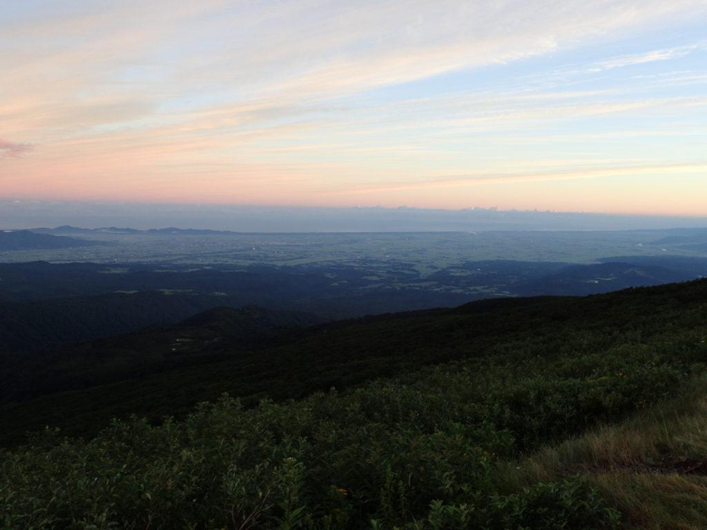 月山8合目からの朝焼けの景色