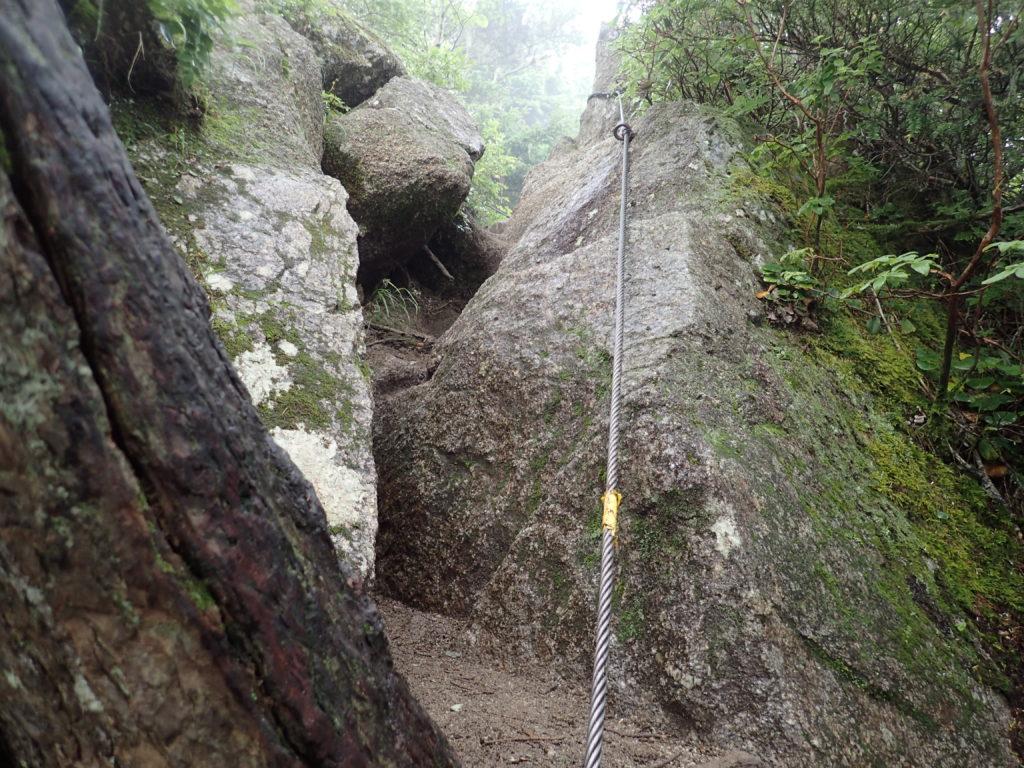 空木岳の迷い尾根のワイヤー