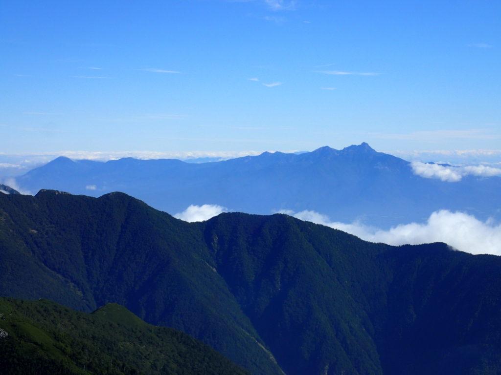 北岳登山道からみる八ヶ岳