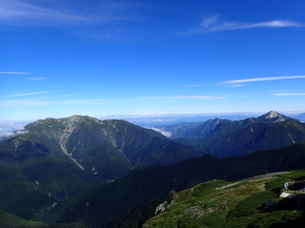 北岳から見る仙丈ヶ岳と甲斐駒ヶ岳