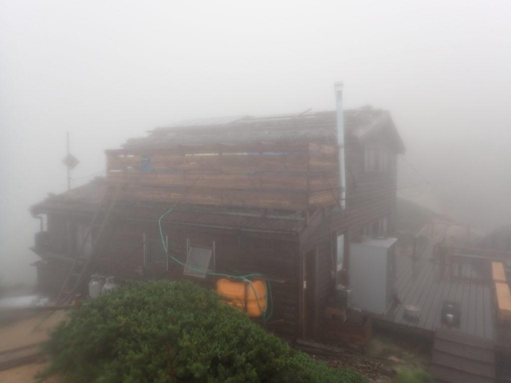空木岳の空木駒峰ヒュッテ