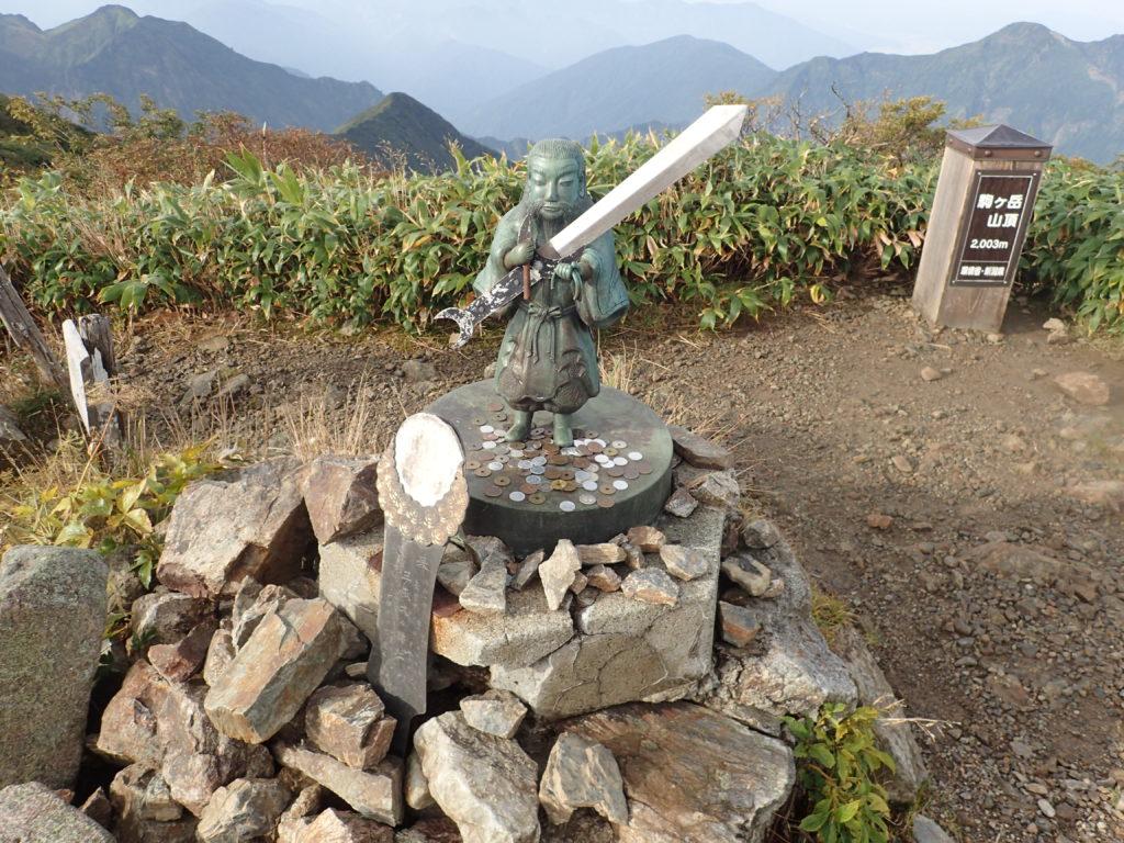 越後駒ヶ岳山頂の猿田彦の銅像