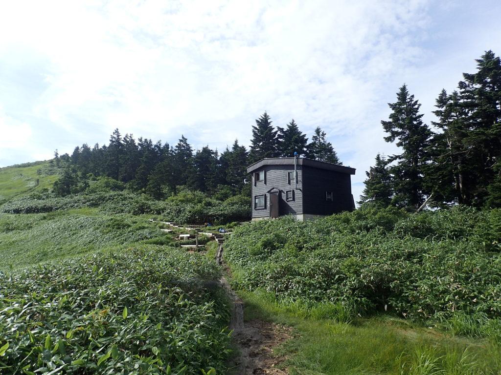 巻機山避難小屋