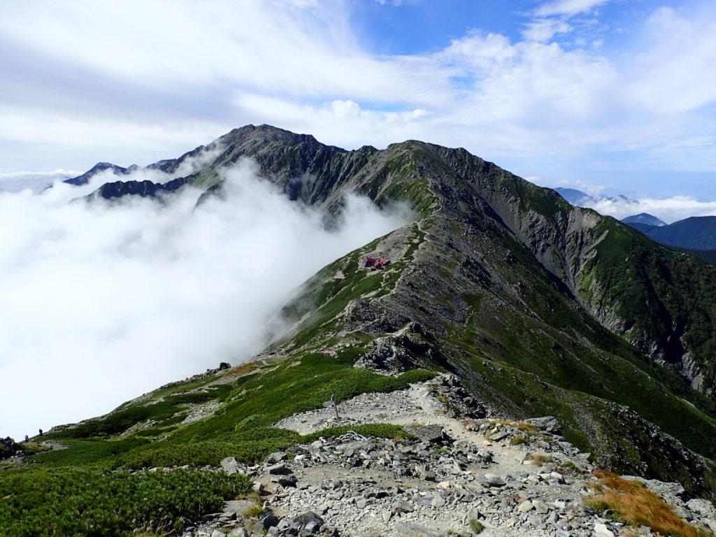北岳から見た間ノ岳へと続く稜線