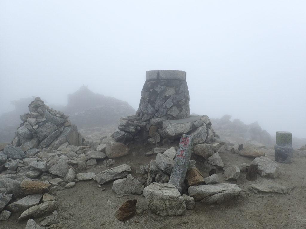 木曽駒ヶ岳山頂の方位盤