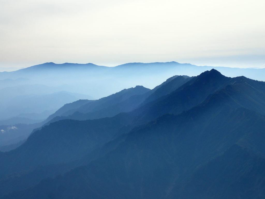 越後駒ヶ岳から見る荒沢岳と会津駒ヶ岳