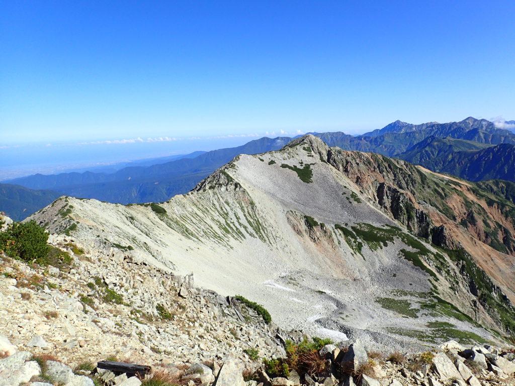 薬師岳山頂から眺める北薬師岳