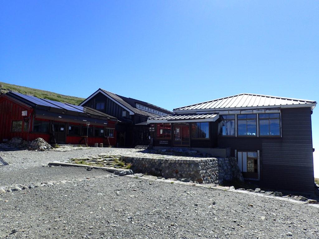 白馬岳山頂の白馬山荘