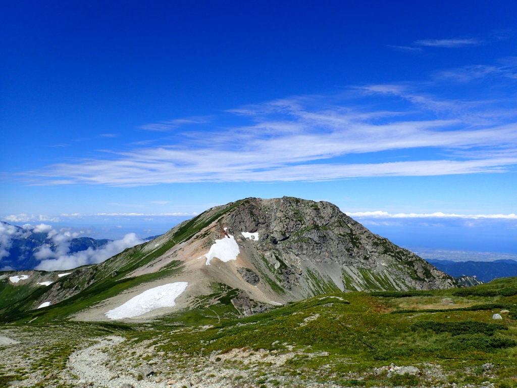 白馬岳山頂から見る旭岳