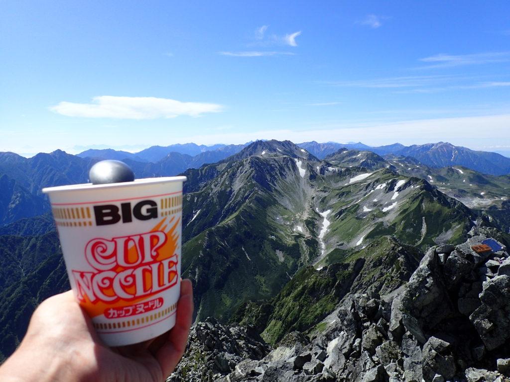 剱岳山頂でカップヌードル