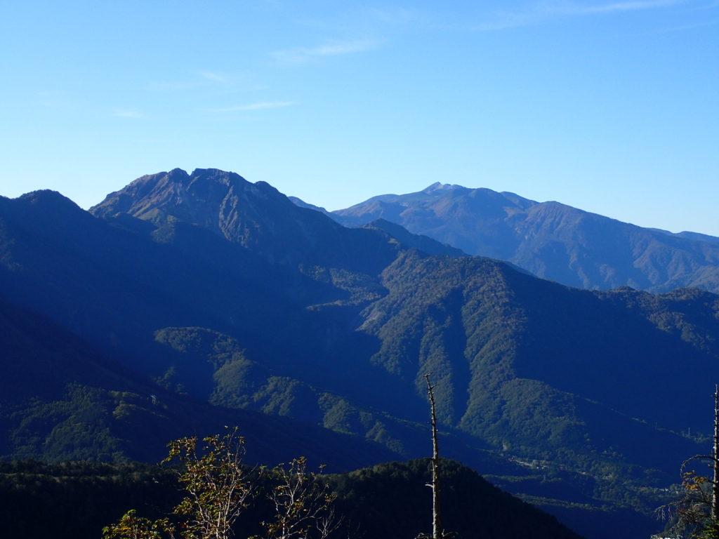 笠新道から見る焼岳と乗鞍岳