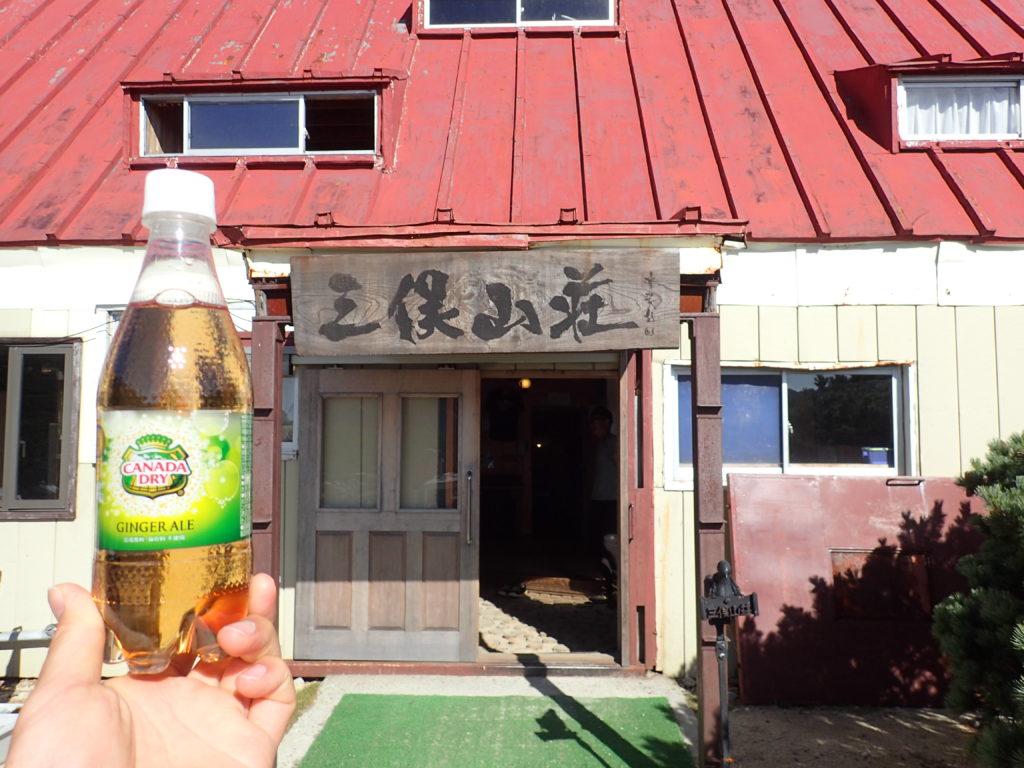 三俣山荘でジンジャエールを補給