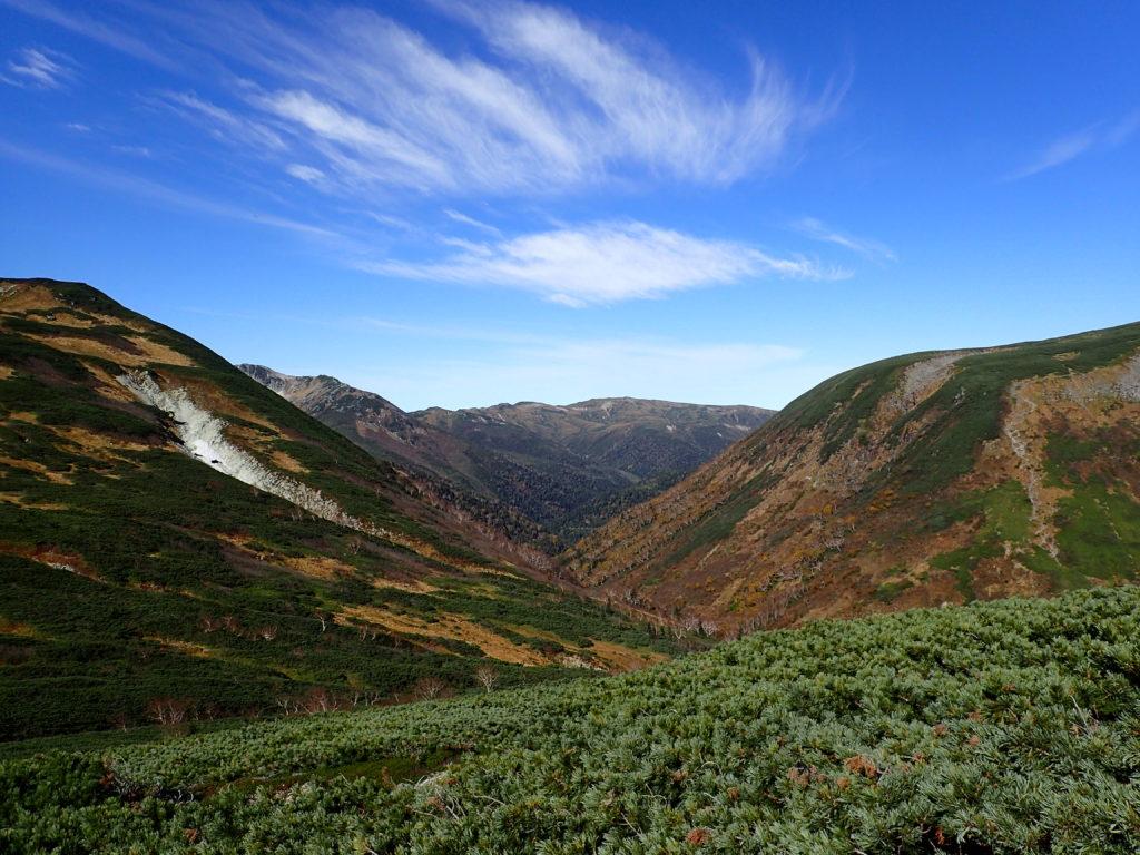 三俣蓮華岳と祖父岳の間に見える北ノ俣岳