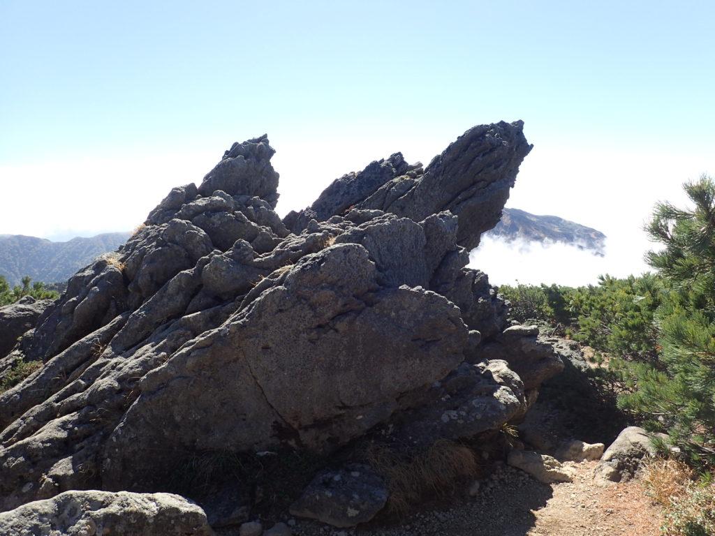 白山のトンビ岩