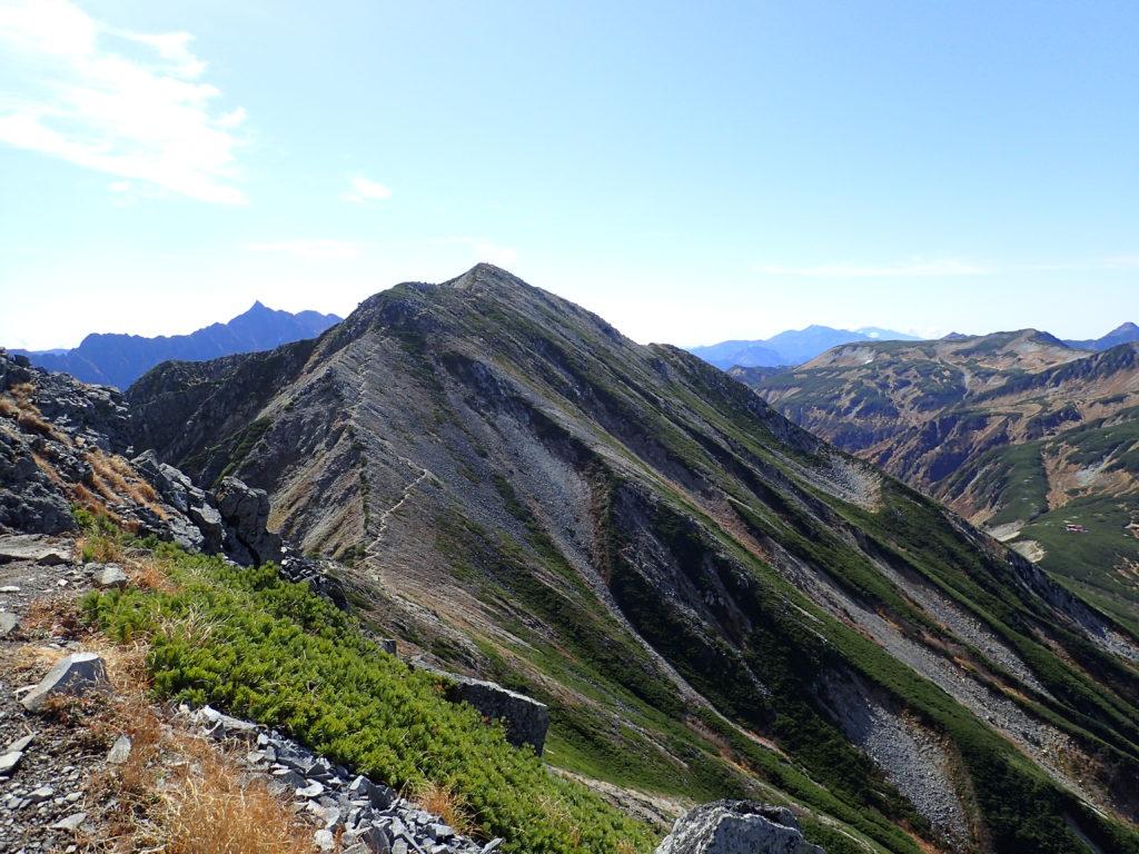 ワリモ岳方向から見る鷲羽岳と槍ヶ岳