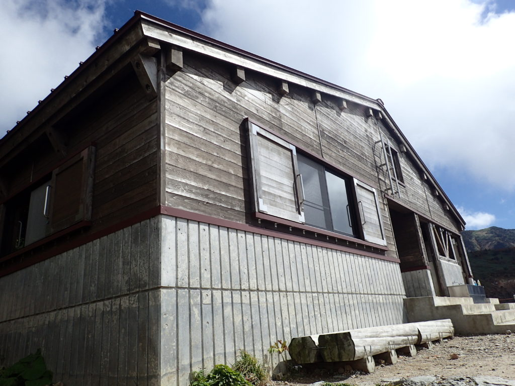 白山の砂防新道の甚之助避難小屋