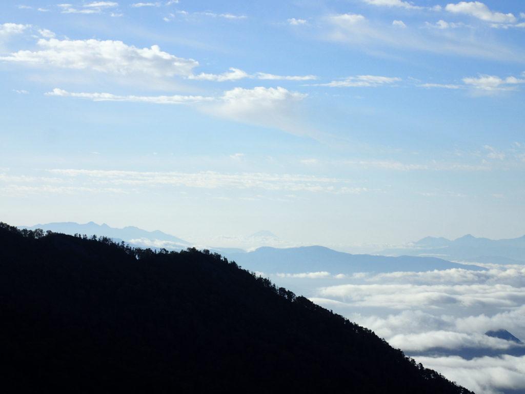爺ヶ岳柏原新道の富士見坂からみる富士山