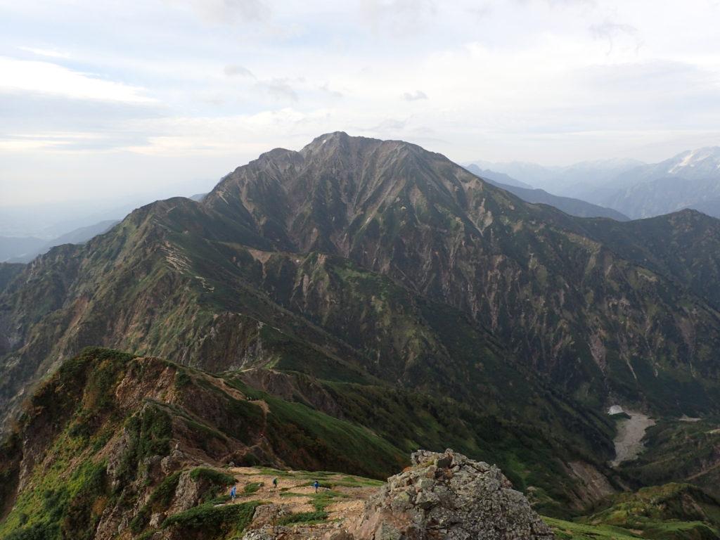 唐松岳頂上山荘付近から見る五竜岳