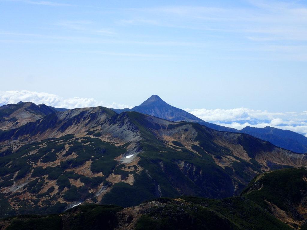 水晶岳付近から見る三俣蓮華岳と笠ヶ岳