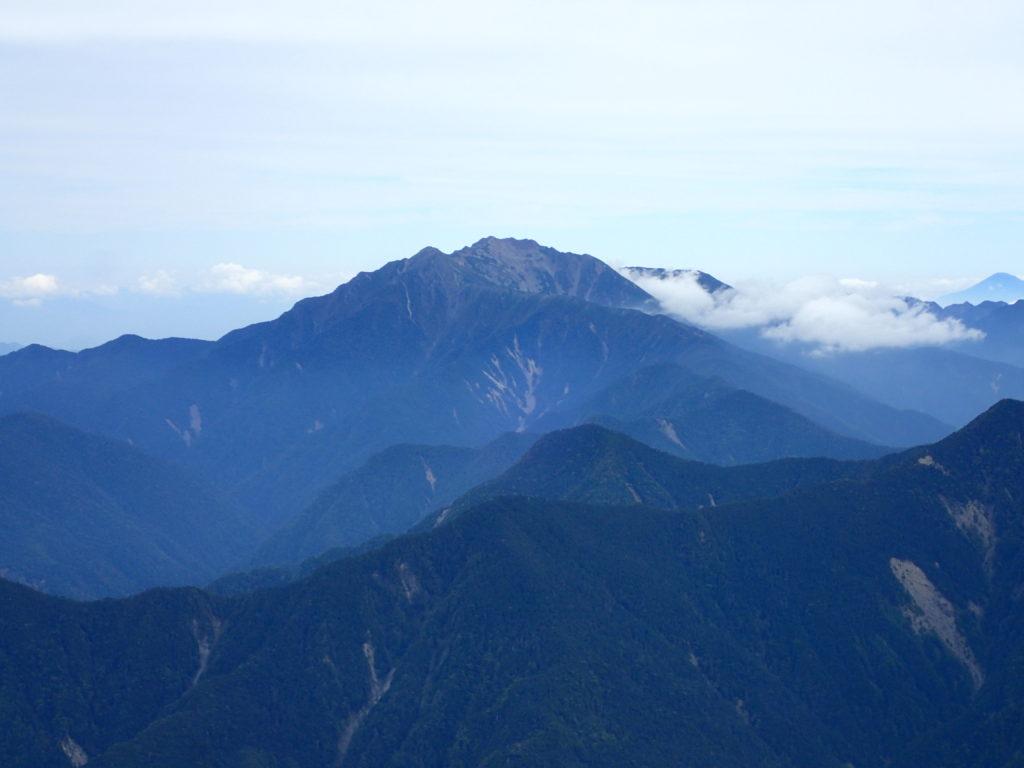 塩見岳登山道から見る仙丈ヶ岳