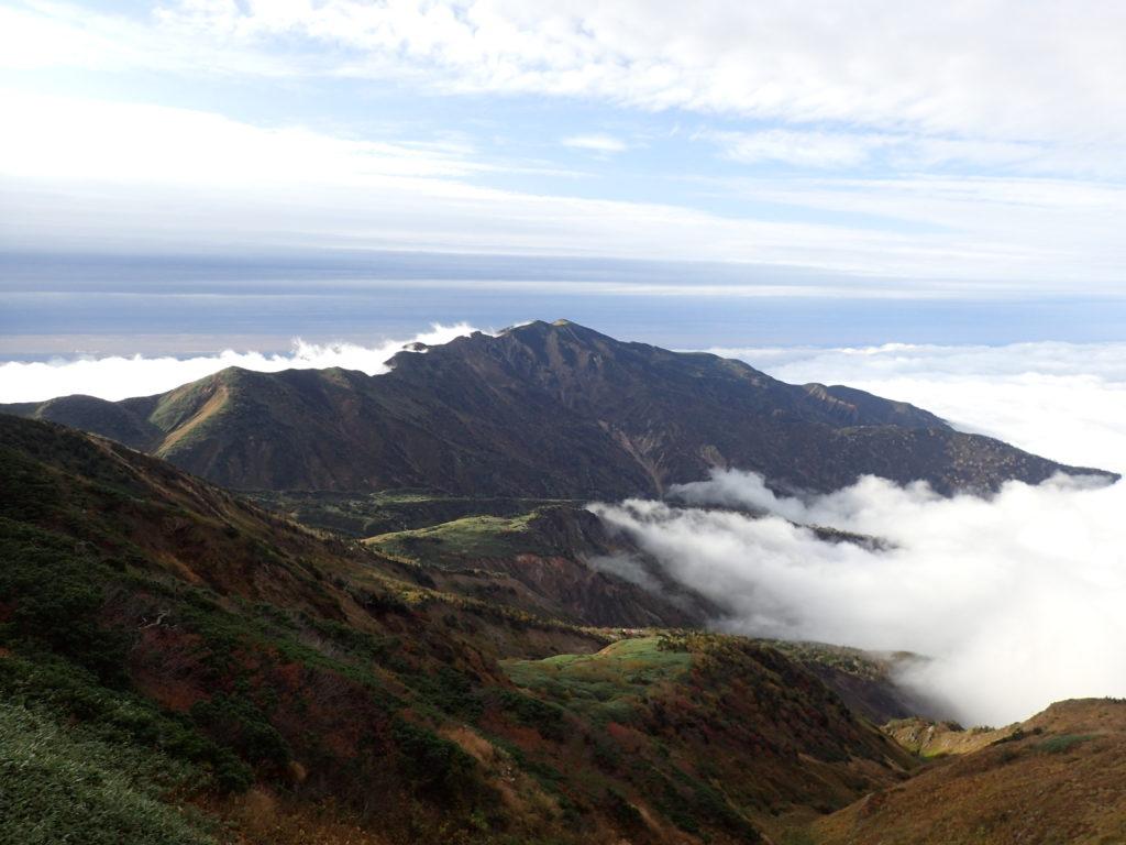 白山の観光新道から見る別山方向