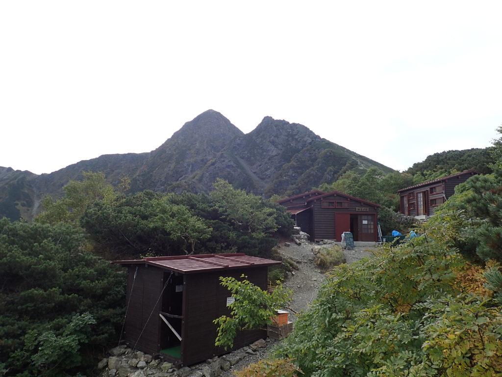 塩見小屋と塩見岳