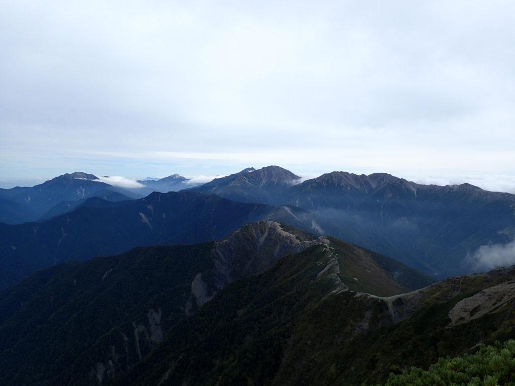 塩見岳から見る南アルプスの山々