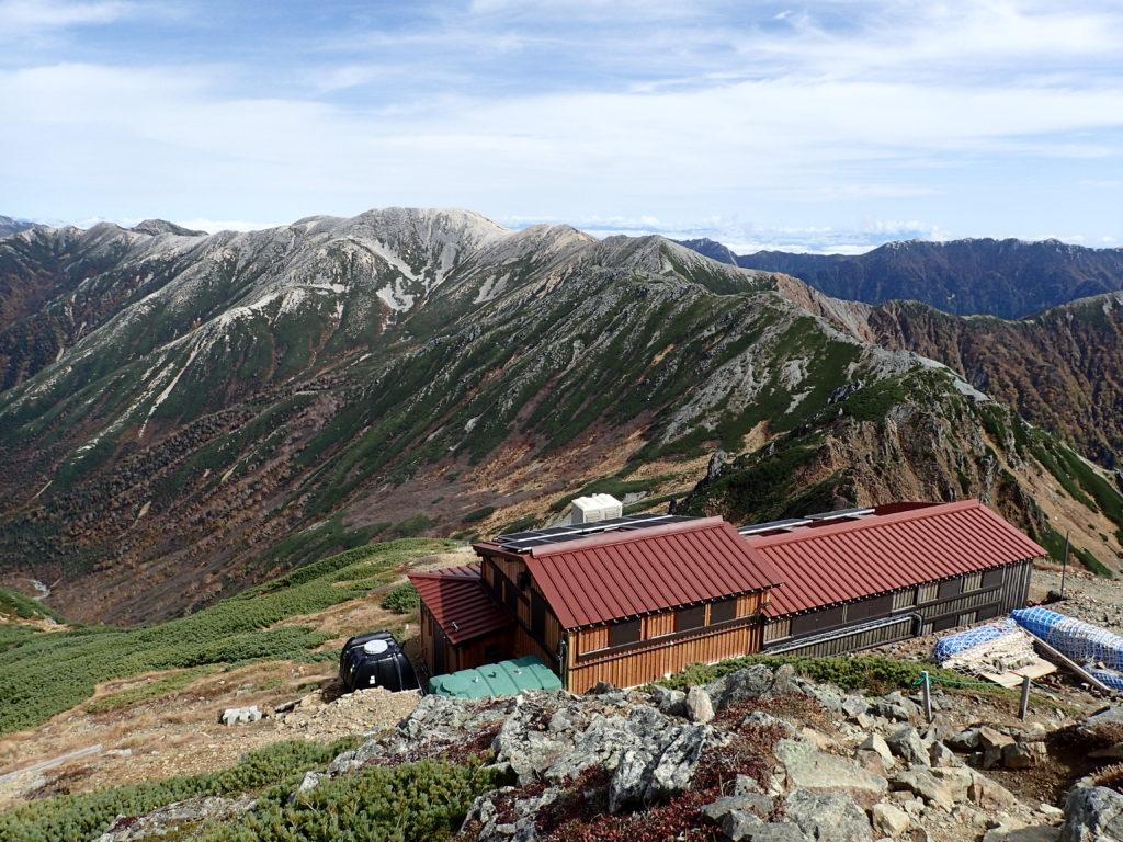 水晶小屋と野口五郎岳