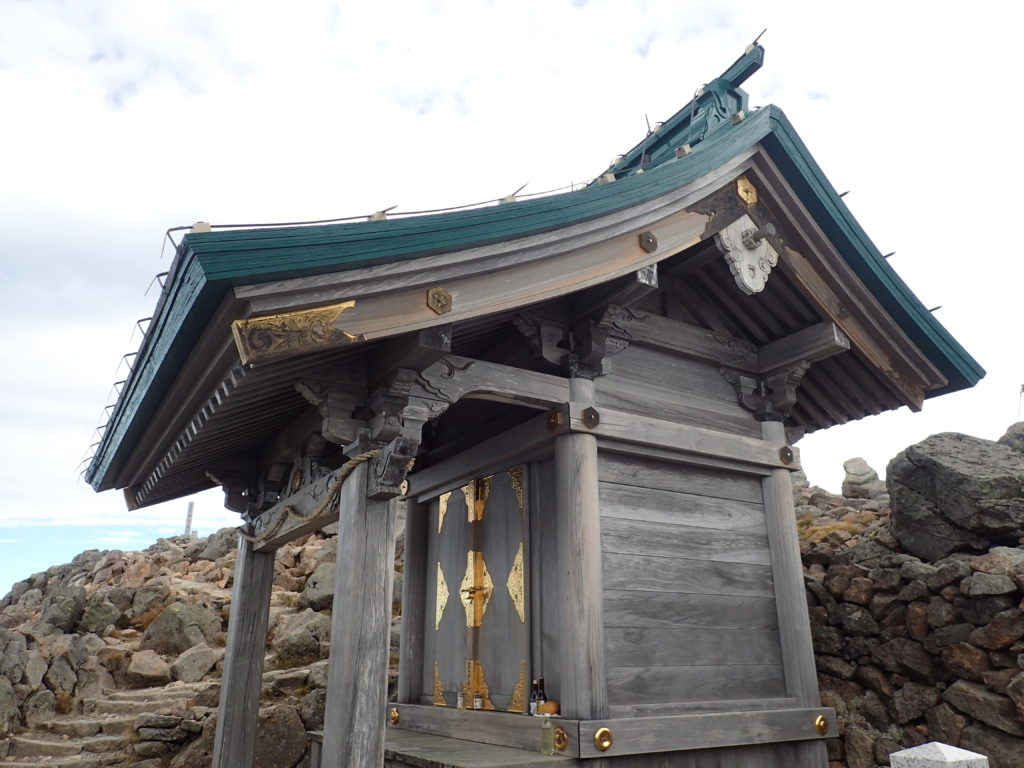 白山の御前峰山頂の白山比咩神社