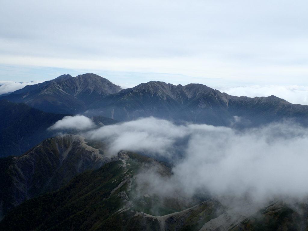 塩見岳から見る北岳と間ノ岳