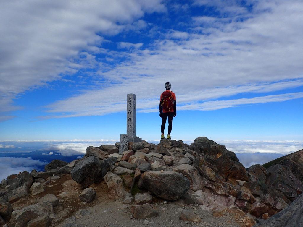 白山の御前峰山頂で記念撮影