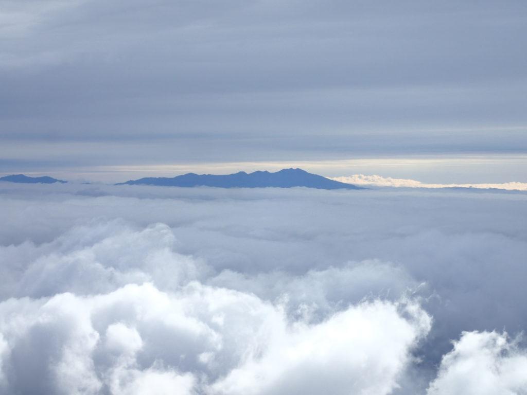 白山から眺める乗鞍岳