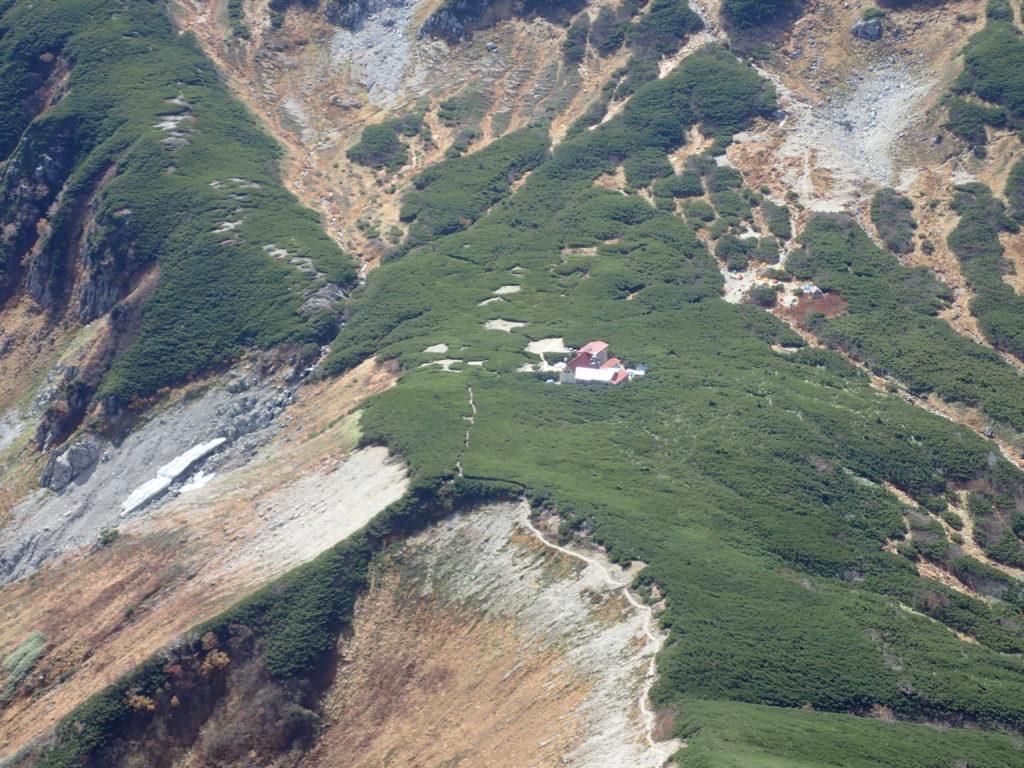 鷲羽岳から見る三俣山荘