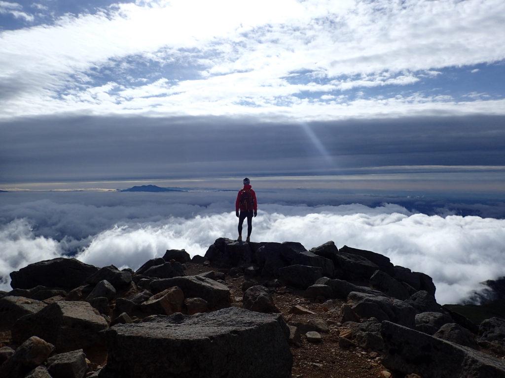 白山の御前峰で記念撮影
