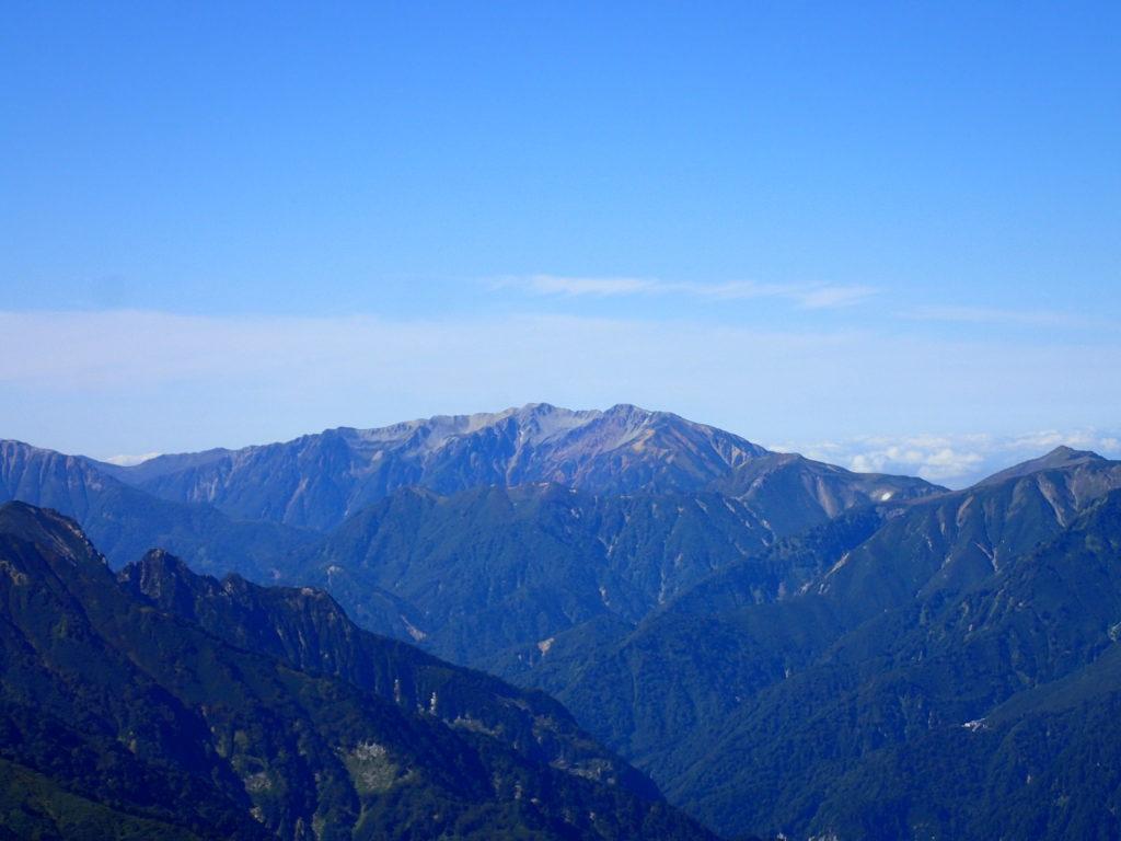 鹿島槍ヶ岳から見る薬師岳