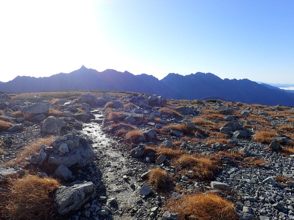 双六岳の稜線から見る槍ヶ岳と穂高岳