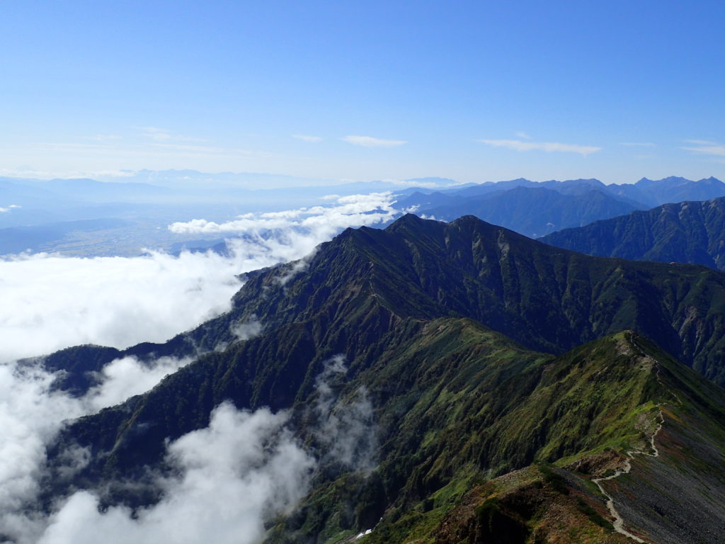 爺ヶ岳の稜線