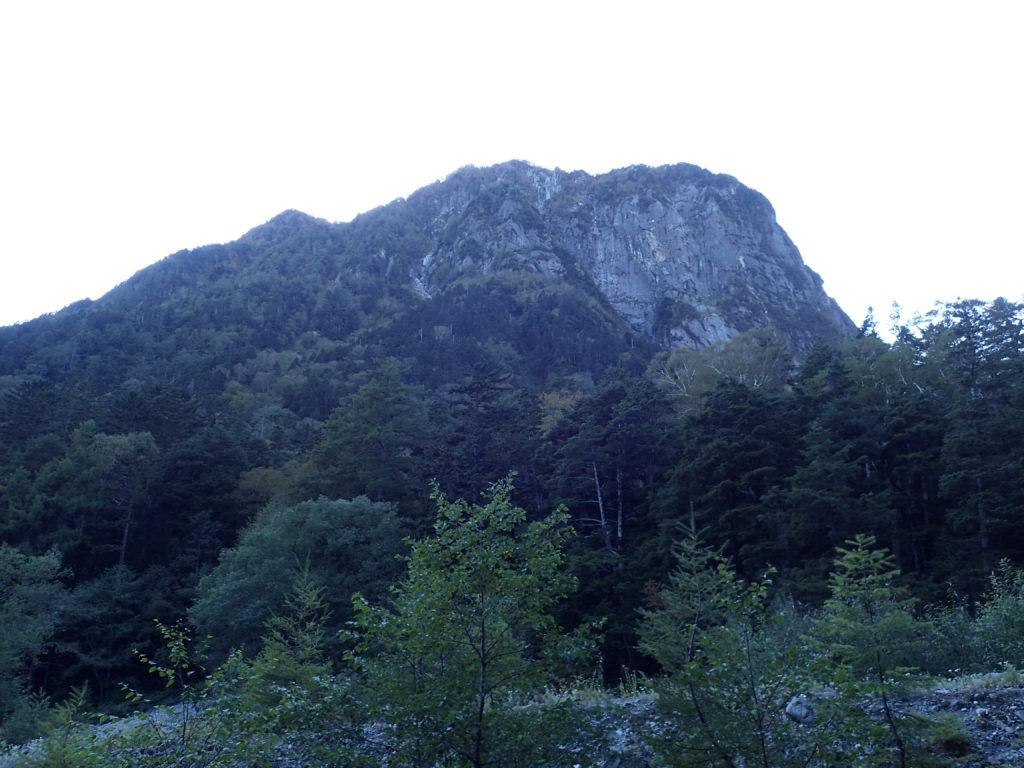 上高地の横尾側から見た屏風岩