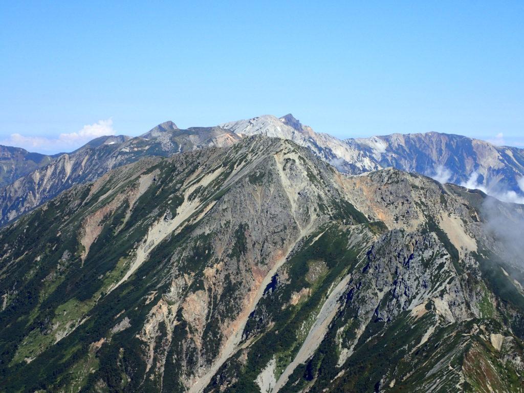 鹿島槍ヶ岳北峰から見る五竜岳と白馬岳