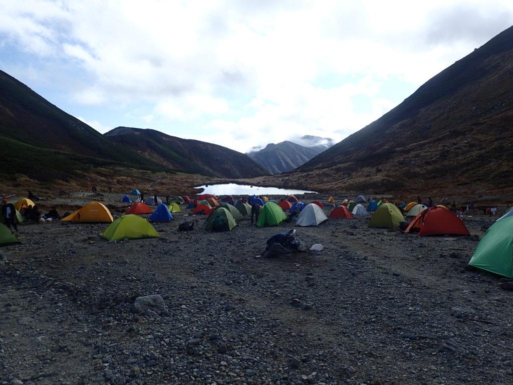 テント泊者で賑わう双六キャンプ場