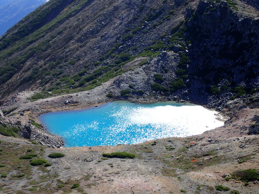 白山の大汝峰から見る翠ヶ池
