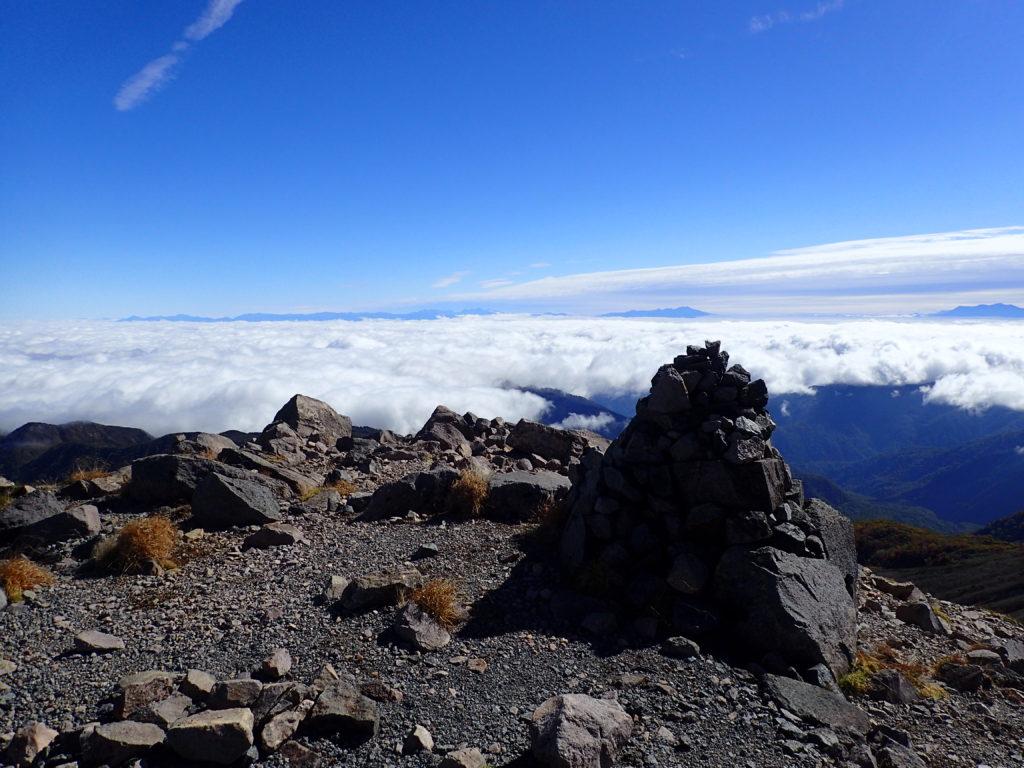 白山の大汝峰のケルン