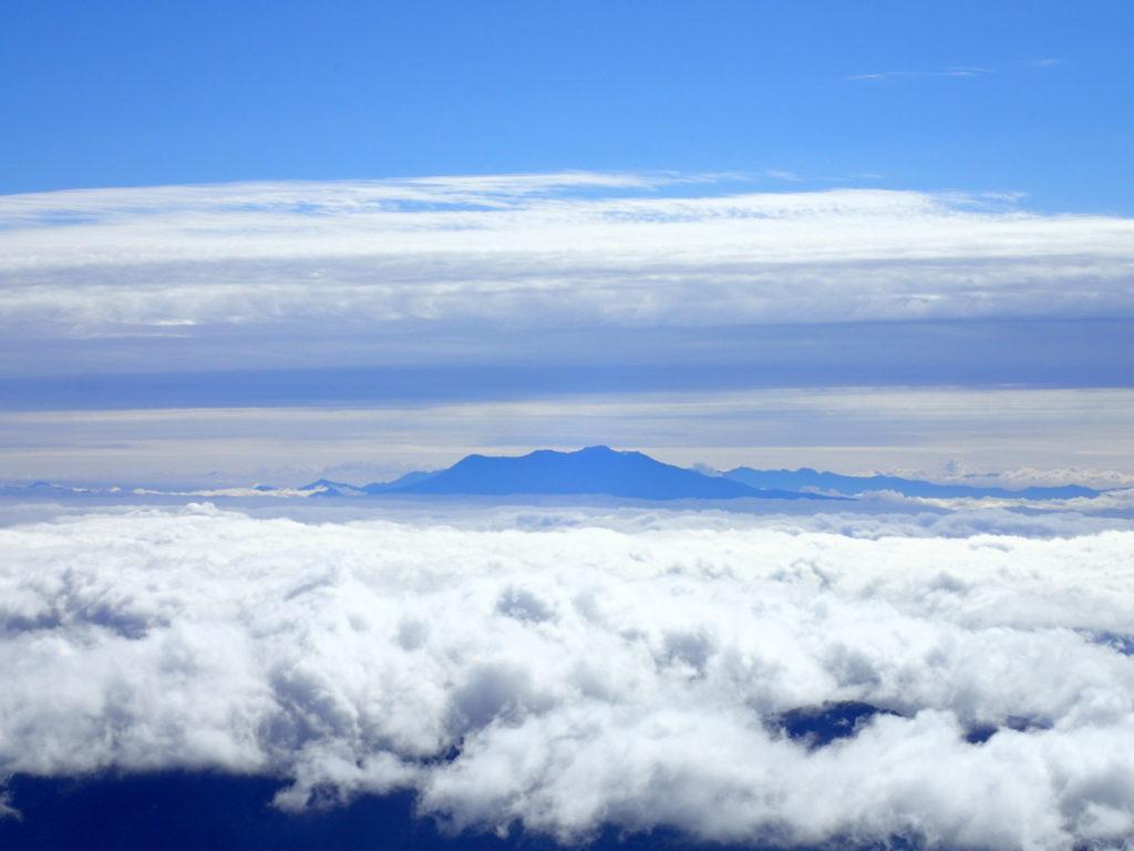 白山の大汝峰から見る御嶽山