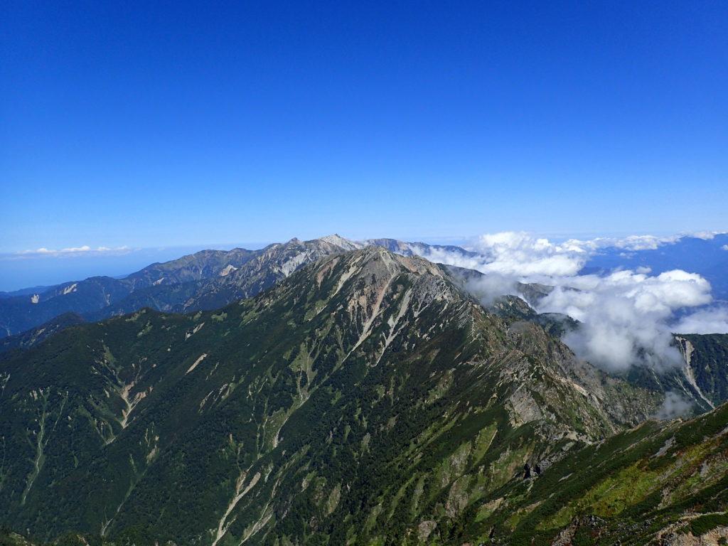 鹿島槍ヶ岳からみる五竜岳へと続く稜線