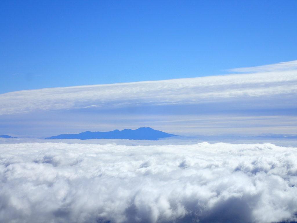 白山の大汝峰から見る乗鞍岳