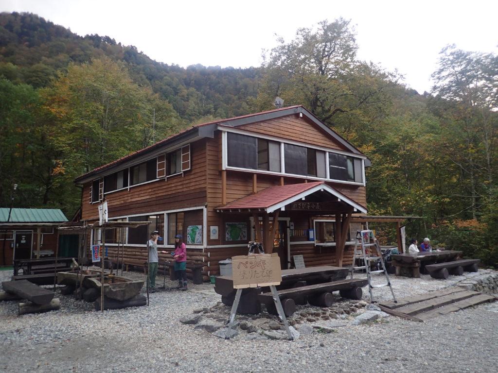 左俣林道のわさび平小屋
